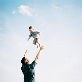 david-waddels-pic-of-dad-throwing-kid-in-air